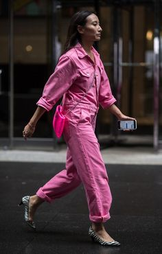 The 8 Pieces Every Street-Style Star Was Wearing At New York Fashion Week - Trend Rockiger Stil 2019 Street Style Trends, New York Fashion Week Street Style, Looks Street Style, Street Style Women, Street Style Edgy, Street Fashion, Star Fashion, Love Fashion, Fashion Outfits