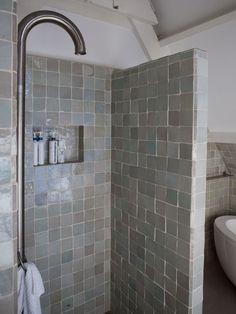 amsterdam-hoekhuis-badkamer-betegelde-douche