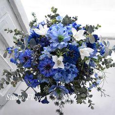青いお花とユーカリのナチュラルクラッチブーケ Silk Flower Bouquets, Silk Flowers, Winter Flowers, Hanukkah, Freedom, Blue And White, Wreaths, Decor, Flowers