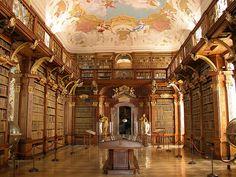 Biblioteca do Monastério de Melk (Melk Monastery Library, Melk, Austria) Beautiful Library, Dream Library, Mini Library, Vintage Library, Library Quotes, Library Books, Library Ideas, Wachau Valley, Chateau Hotel