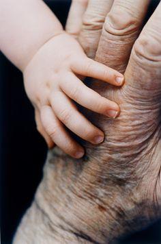 Mãos que gesticulam tornando-se audíveis para aqueles que a surdez e mudez tocou...