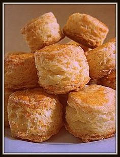 Ideal for mate: Cheese Scones- Ideal para el mate: Scones de queso Very tasty: CHEESE SCONES. There is a great variety sweet and savory, very versatile until they lend - No Egg Desserts, Easy Desserts, Bread Recipes, Cooking Recipes, Mexican Bread, Cheese Scones, Donuts, Beignets, Pan Dulce