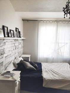 The Dragons Fairy Tail: White Washed Wood Pallet Wall-headboard for guest room???