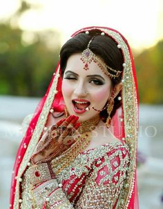 Image about cute in Pretty Brides 🌹 by ♡ Diana ♡ 🍒 Desi Bride, Indian Wedding Bride, Wedding Hijab, Indian Bridal Makeup, Bridal Beauty, Saris, Bridal Photoshoot, Bridal Pics, Bride Poses
