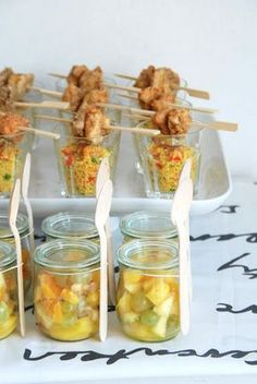 mini fried rice cups with chicken skewers / fruit jars