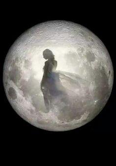 Tattoo Moon Moonlight La Luna 63 New Ideas Beautiful Fantasy Art, Beautiful Moon, Over The Moon, Stars And Moon, Full Moon Night, Luna Moon, Moon Dance, Ange Demon, Moon Pictures
