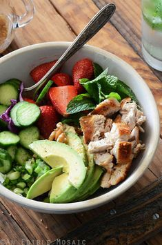 Chicken Salad Bowl with Avocado, Strawberry, and Walnut {Paleo}__(Omit walnuts for AIP-friendly) Paleo Recipes, Cooking Recipes, Clean Eating, Healthy Eating, Healthy Meals, Healthy Hair, Soup And Salad, Chicken Recipes, Veggies
