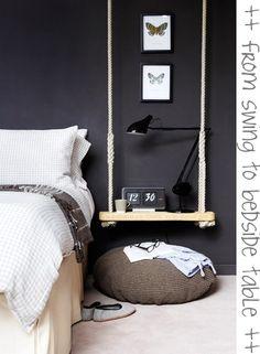 Leuke DIY sidetable naast het bed, welke in het midden van een ruime kamer staat! Dat breekt de ruimte!