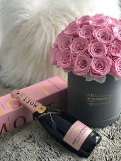 Happy Birthday Flower, Happy Birthday Greetings, Birthday Roses, Flower Box Gift, Flower Boxes, Moet Rose, Champagne Birthday, Champagne Brunch, Rosen Box