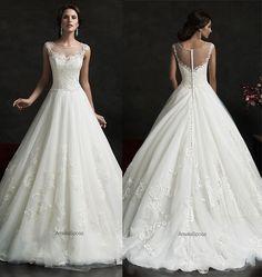 Vestido de noiva em corte princesa e decote ilusão