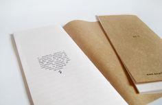 Sketchbook Mentiras. Tamanho 10 x 25cm, 30 folhas pautadas, capa em papel craft com aplicação de carimbo, encadernação manual. R$ 15,00