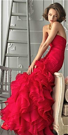 Evening gown, couture, evening dresses, formal and elegant Aire Barcelona. Beauty And Fashion, Red Fashion, Look Fashion, Fashion Hair, Runway Fashion, Strapless Organza, Strapless Dress Formal, Formal Gowns, Mode Glamour