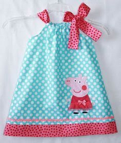 Peppa Pig dress Aqua dot and Hot pink Rachel Foust would love this Sewing For Kids, Baby Sewing, Peppa Pig Dress, Pig Birthday, Birthday Ideas, Pig Party, Mode Blog, Baby Kind, Business Outfits