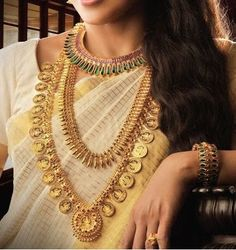 Ultimate Guide to Find Best Kerala Wedding Jewellery Sets Ideas Antique Jewellery Designs, Gold Jewellery Design, Gold Jewelry, Gold Earrings, Gold Necklace, Kerala Jewellery, Maharashtrian Jewellery, India Jewelry, Marriage Jewellery