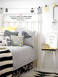 Chambre d'enfant moderne avec petite touche rétro (lit et tabouret) GRIS et Jaune ...ça fonctionne très bien