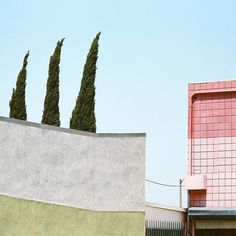 Culver City - Film Photograph -  George Byrne  Label Chambre Noire supports contemporary photography. Each month discover a new artist through daily pictures.  #Composition #ColorBlock #Architecture #FilmPhotography #PhotographyLovers #DailyInspiration #GeorgeByrne #LaChambreNoire by labelchambrenoire