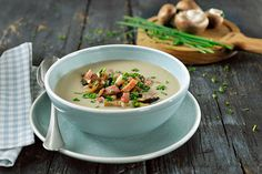 Delicious mushroom soup made with the Philips hand blender. Prepare all your favorite recipes at the touch of a button. Broccoli And Stilton Soup, Hot Soup, Mushroom Soup, Vegan Options, Cheeseburger Chowder, Stuffed Mushrooms, Favorite Recipes, Snacks, Smoothies