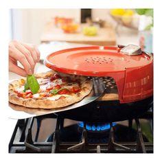 Hum... Quem curte uma pizza sexta feira a noite?  Olha que bacana essa invenção da gringa! Forno de pizza para ser usado na boca do fogão!  Acredite a temperatura chega à 600º e assa pizza em 6 min. Foto via @blogdaarquitetura  #novidade #news #ideia #pizza  #tgif #friday #happy #