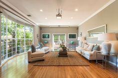 La maison de 2,3 millions $ de Jimmy Kimmel   CHEZ SOI TVA Publications   Crédit: TopTenRealEstateDeals.com #deco #maisondereve #jimmykimmel #salon