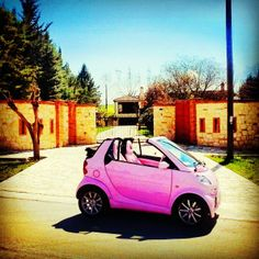 Pink is not a colour. It's an attitude. And we simply love it on our wonderful smart cabrio. Picture kindly provided by @Toni Aladekomo-heiress #pink #girls #women #attitude #love #inlove #cabrio #smartcar #sun #sunshine #summer #spring #smartlife #california #berverlyhills #usa #america #smartonthego