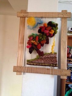 Imagen relacionada Textile Art, Ladder Decor, Diy And Crafts, Projects To Try, Weaving, Textiles, Handmade, Home Decor, Tapestry Loom