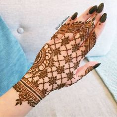 After the holy month of fasting comes Eid, the fest of joy, feasts, glam & mehndi adorned hands! Check out beautiful eid mehndi designs 2019 for some inspo! Henna Hand Designs, Mehndi Designs Finger, Mehandi Design For Hand, Floral Henna Designs, Mehndi Designs Feet, Simple Arabic Mehndi Designs, Latest Bridal Mehndi Designs, Mehndi Designs For Beginners, Mehndi Designs For Girls
