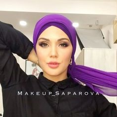 --------------------------------------------------All pleasant evening Vot a purple mood we ☺️Na street overcast, but cozy house Na me chiffon scarf from @ safia. Very easy to use and rich color Vsem enjoy! Turban Hijab, Mode Turban, Hair Turban, Street Hijab Fashion, Arab Fashion, Hijab Chic, Simple Hijab Tutorial, Turban Tutorial, Hijab Bride