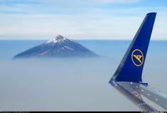 mount teide in tenerife | http://www.airliners.net/photo/Condor-%28Thomas-Cook%29/Boeing-757-330/1673617/L/=8ae642a415fdaba28b3d3154ebda039b#