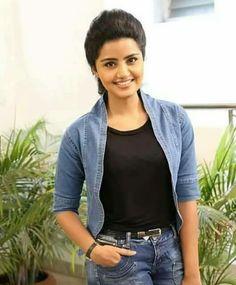 Stylish anupama sp3 Beautiful Girl Indian, Beautiful Indian Actress, Gorgeous Women, South Indian Actress Hot, Anupama Parameswaran, Cute Celebrities, Bollywood Stars, India Beauty, Best Actor