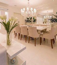 Luxo e sofisticação !!! Linda demais essa sala de jantar by @moniserosaarquitetura @juliaribeirofotografia #arquitetura #archdecor #archlovers #archdesign #saladejantar #home #homedecor #homestyle #homedesign #interiores #dinningroom #instadecor #instahome #instadesign #interiordesign #design #detalhes #produção #clean #luxury decor#decoreseuestilo #designgdecor #allwhite #decoraçãodeinteriores #decoração #decorando #decorlovers #designdeinteriores #decoration #luxo