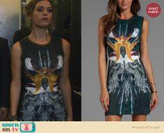 Alex's mirrored bird graphic dress on Nikita. Outfit Details: http://wornontv.net/24579 #Nikita #fashion