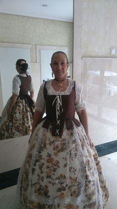 ENTRE TELAS: SILVIA(alumna de la academia)ESTRENA EL TRAJE QUE ... Moda Retro, Corset, Victorian, Academia, Regional, Blood, Wedding, Dresses, Diy