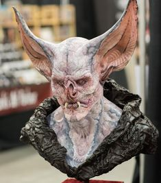 Dracubus by Wayne Anderson ( was at Monsterpalooza Photo by: Franklin Madriz Alien Creatures, Fantasy Creatures, Creature Feature, Creature Design, Monster Mask, Cool Monsters, Vampire Art, Cool Masks, Monster Design