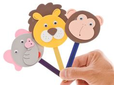This is a guide about making stick puppets. Kids love making and playing with puppets. Easy Crafts For Kids, Diy Arts And Crafts, Diy For Kids, Popsicle Stick Crafts, Craft Stick Crafts, Paper Crafts, Craft Sticks, Craft Activities, Preschool Crafts