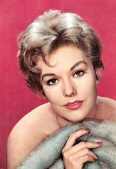 Kim Novak Old Hollywood Glamour, Golden Age Of Hollywood, Hollywood Stars, Classic Hollywood, Old Actress, Actress Photos, American Actress, Classic Actresses, Hollywood Actresses