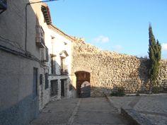 Arco de la Virgen y lienzo de muralla