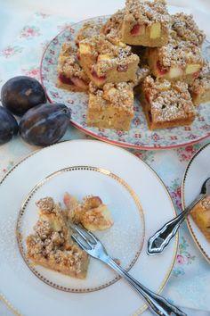 Es ist Herbst. Es ist kalt draußen. Es wird fleißig Tee gekocht. Es ist Zeit für Süßes! Es ist Zeit für Kuchen! …am liebsten mit Obst und Streusel! <3 Ein ganzes Blech voll Kuchen mit Stre…