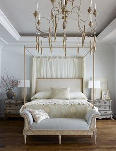 I like this idea for a guest room. A Beach House With Old Soul - Southern California Beach House - Ohara Davies-Gaetano Design - Veranda Home Bedroom, Bedroom Decor, Master Bedrooms, Modern Bedroom, Daybed Pillows, Home Interior, Interior Design, Veranda Magazine, Suites