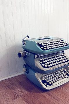 I want a typewriter. Modern Typewriter, Antique Typewriter, Shabby Vintage, Vintage Paper, Retro Vintage, Vintage Style, Wonderful Machine, Smile And Wave, New Inventions