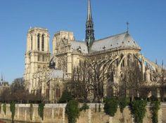 Catedral de Notre Dame. 35m de altura en la nave central, marca el comienzo de una progresión disparada.