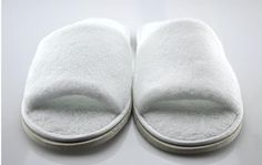 2 PAIRS WHITE CLOSED TOE TERRY HOTEL STYLE SLIPPERS FREE SIZE APPROX SIZE 8