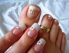 Weddbook ♥ Here we have wedding nails for fingers and toes.Square shaped nails with printed flower in it and a tiny stone in it. Fancy Nails, Bling Nails, Cute Nails, Pretty Nails, Wedding Toe Nails, Wedding Nails Design, Pedicure Designs, Toe Nail Designs, Nail Art Pieds
