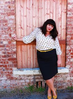 Pop of yellow - Kiyonna skirt, Old Navy blouse (hemsforher.com)