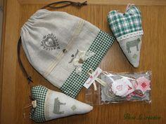 Pochon et cœur lin et vichy vert décorés avec des tampons