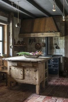 Rustic farmhouse interior design decorating ideas old kitchen island country designs photos Rustic Kitchen Island, Rustic Kitchen Design, Interior Design Kitchen, Kitchen Dining, Kitchen Walls, Kitchen Brick, Kitchen Islands, Kitchen Modern, Kitchen Curtains