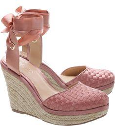 0aceb66505082 Calçados femininos - as principais tendências candy color 2018 2019