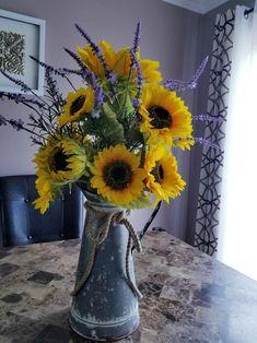 Sunflower Wedding Centerpieces, Sunflower Arrangements, Floral Arrangements, Kitchen Centerpiece, Table Centerpieces, Sunflower Vase, Square Wreath, Floral Foam, Vases Decor