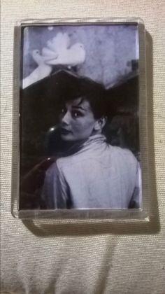 IMAN  ACRILICO DE Audrey Hepburn  MEDIDA 7X5  Fridge Magnets