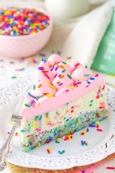 This Funfetti Cheesecake recipe is thick, creamy & has a homemade cake bottom instead of your average cheesecake crust! Perfect for any family celebration! Funfetti Cheesecake Recipe, Best Cheesecake, Cheesecake Crust, Birthday Cake Cheesecake, Homemade Cheesecake, Chocolate Cheesecake, Köstliche Desserts, Delicious Desserts, Dessert Recipes