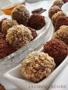 Čokoladne kuglice koje uvek prve nestanu sa tanjira, a vrlo jednostavno se naprave. Ako ste ljubitelj čokoladnih kolačića, stavite ih br...